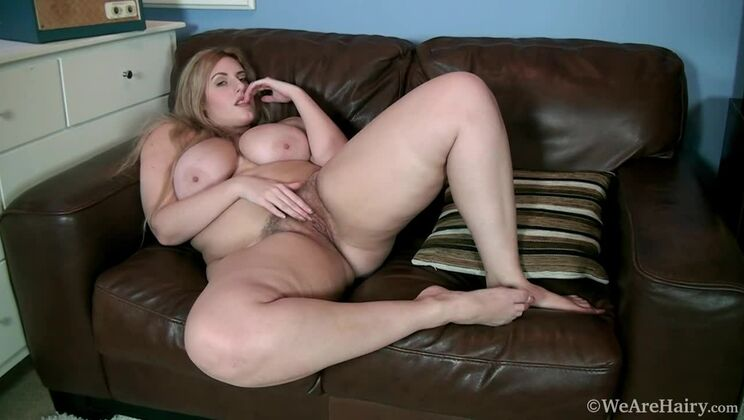 Ellie Rose gets naked and masturbates in bedroom