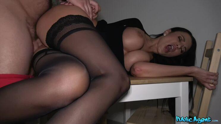 MILF loses handbag and her panties